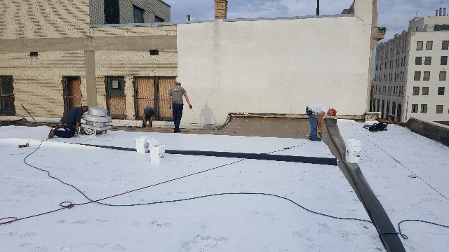 Commercial roofing installers