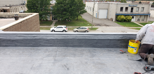 Installing commercial roof